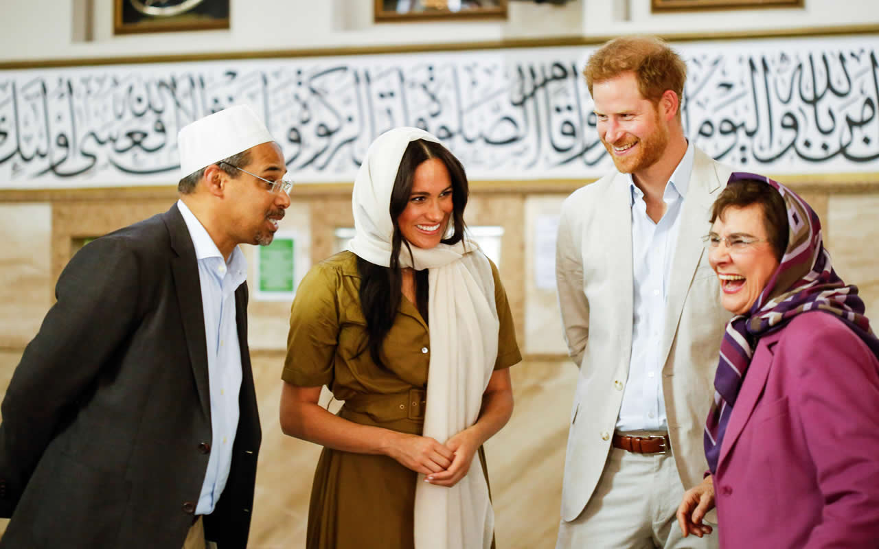 Harry & Megan visit a Mosque